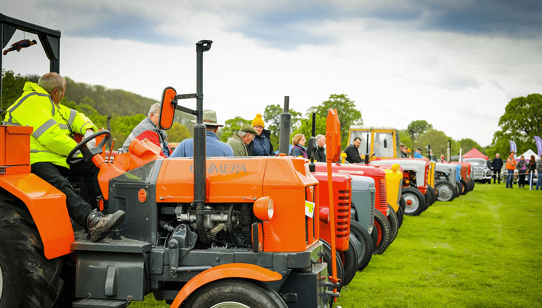 classic motor show & family fun day catton hall 5th may 2019 1